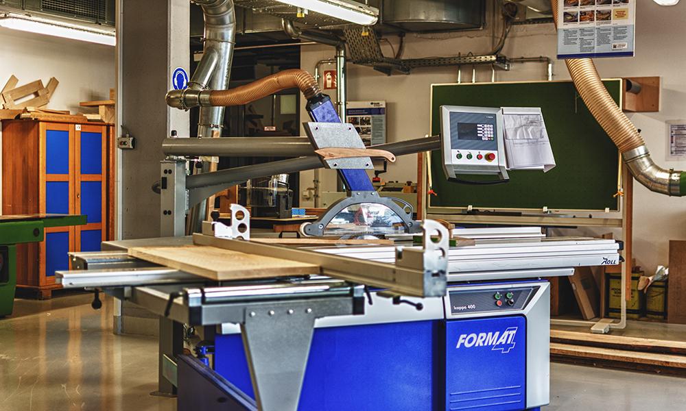 Formatsäge in der Holzwerkstatt